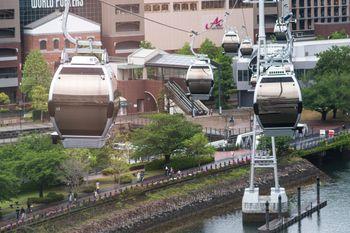 YOKOHAMA AIR CABIN から見るワールドポータズの写真