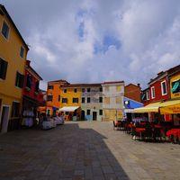 ブラーノ島の鮮やかな街並み(イタリア)の写真