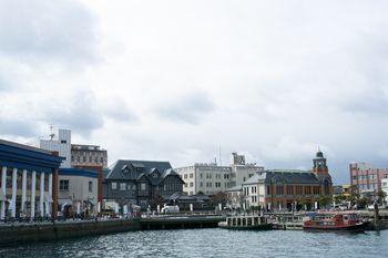 旧大阪商船、旧門司三井倶楽部、旧JR九州本社ビルなどを眺めるの写真